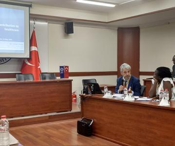 El doctor Carlos Zarco durante su intervención en el seminario de la ONU en Estambul