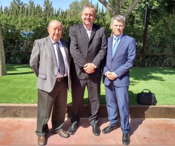 Diego Lorenzo, patrono de la Fundación Espriu y vicepresidente de Asisa; Ariel Gurarco, presidente de la ACI, y Jose Pérez, subdirector de la Fundación Espriu.